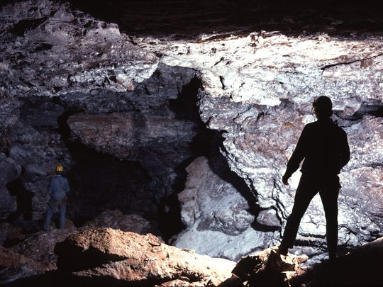 Cave Explorers in Wind Cave's Snowdrift Avenue. (Photo credit/NPS)