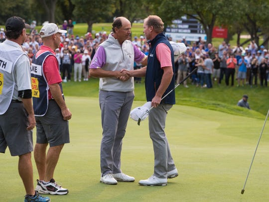 Steve Stricker shakes hands with Jerry Smith after