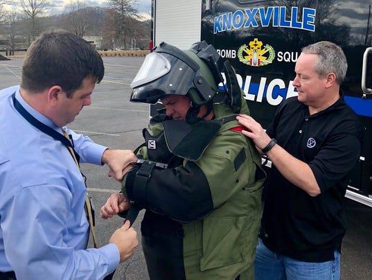 Oak Ridge, Knoxville police search vehicle