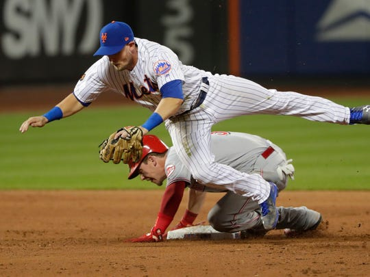New York Mets second baseman Jeff McNeil (68) leaps
