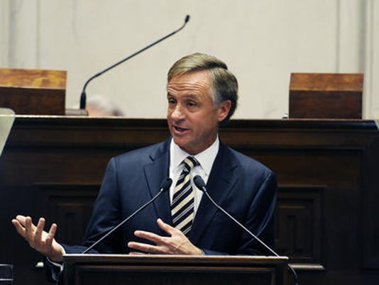 635799355815502709-Haslam-at-podium