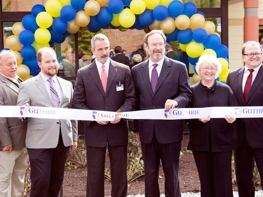 Guthrie_ENT_RibbonCutting_0054_01.jpg