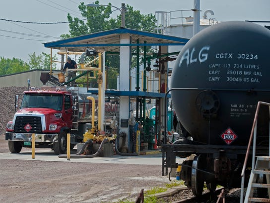20140805 RAIL OIL C5.jpg