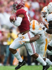 Tennessee defensive back Shawn Shamburger (15) takes