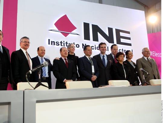 Personal del INE en México.