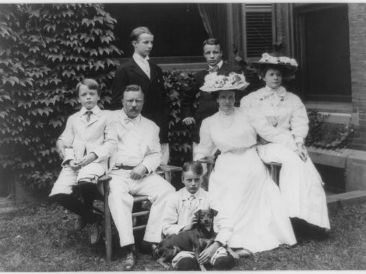 Theodore-Roosevelt-and-Family---24-August-1907.jpg