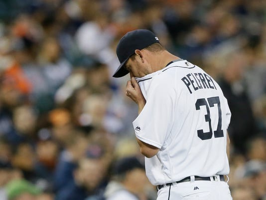 Detroit Tigers starting pitcher Mike Pelfrey walks to the dugout after being relieved during the sixth inning of a baseball game against the Minnesota Twins, Tuesday, May 17, 2016, in Detroit. (AP Photo/Carlos Osorio)