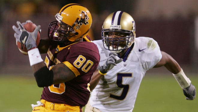 Arizona State receiver Derek Hagan makes a catch as Washington's Durrell Moss gives chase at Sun Devil Stadium on Oct. 29, 2005.
