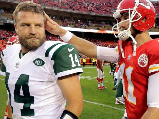 Chiefs quarterback Alex Smith consoling Ryan Fitzpatrick after the Jets loss in Kansas City on Sunday