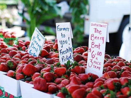 strawberries-farmers-market