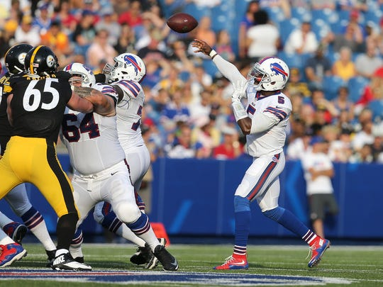 Bills QB Tyrod Taylor stayed in the pocket and was 12 of 13 for 122 yards.