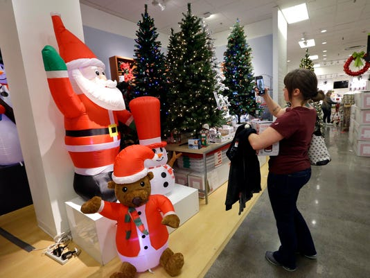 How Much Do Real Christmas Trees Cost.Artificial Christmas Tree Sales Boom In 2017 Due To Cost