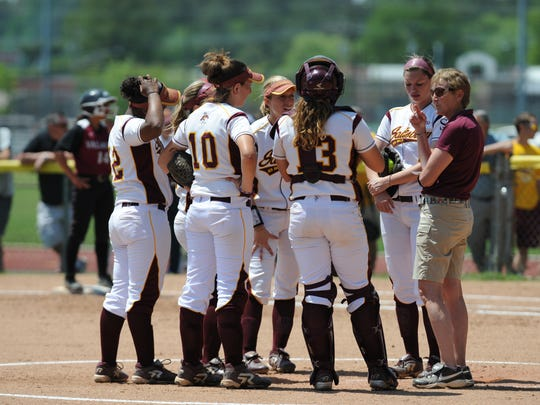 SU softball coach Margie Knight huddles with her players.
