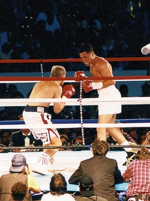 Oscar De La Hoya and his French opponent Patrick Charpentier at the Sun Bowl in 1998.