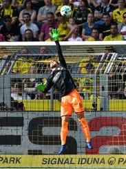 Stuttgart goalkeeper Ron-Robert Zieler receives the