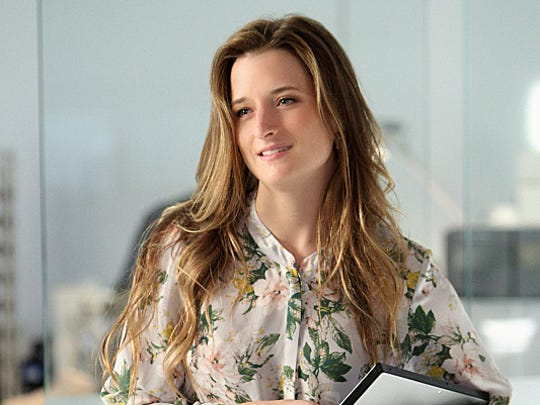"""""""Extinct"""" -- Grace Gummer stars as Julie Gelineau in CBS series EXTANT which  premieres Wednesday, July 9 (9:00-10:00 PM, ET/PT)on CBS. Photo: Sonja Flemming/CBS���©2014 CBS Broadcasting, Inc. All Rights Reserved"""
