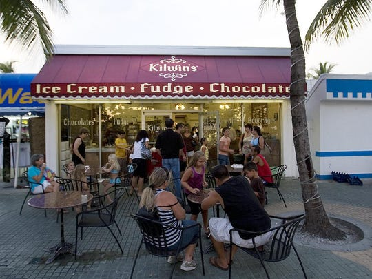 A line forms at Kilwin's on Fort Myers Beach. Come October, bars, restaurants and cafes along Times Square will pay 33 percent more for outdoor seating space rented from the town.