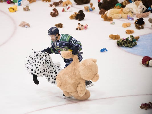 NDN 1210 Blades Teddy Bear Toss
