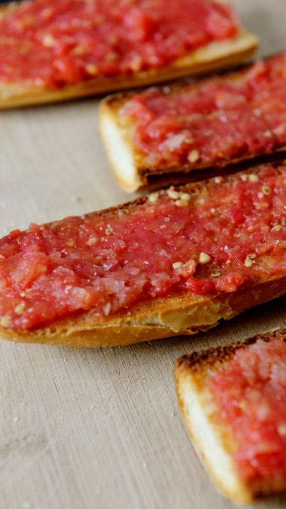 Pan con tomate. Photo by Chris Dunn.