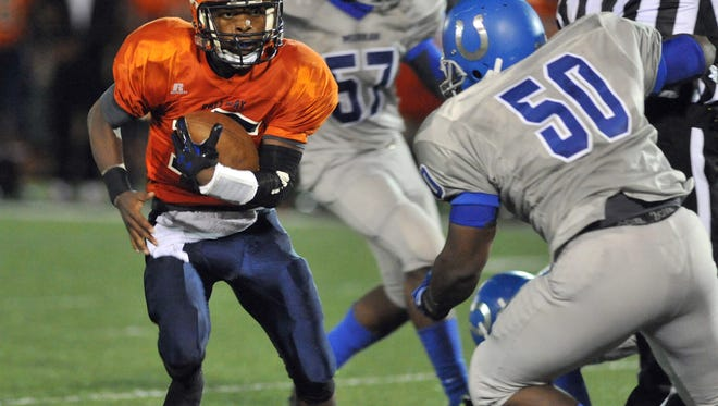 Malik Heath looks for a way past Murrah's defense in a Friday night matchup.