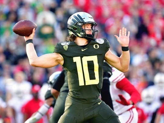 ESPN analyst Todd McShay projects Oregon quarterback Justin Herbert to go to the Indianapolis Colts at No. 13 in his latest mock draft for the 2020 NFL Draft.