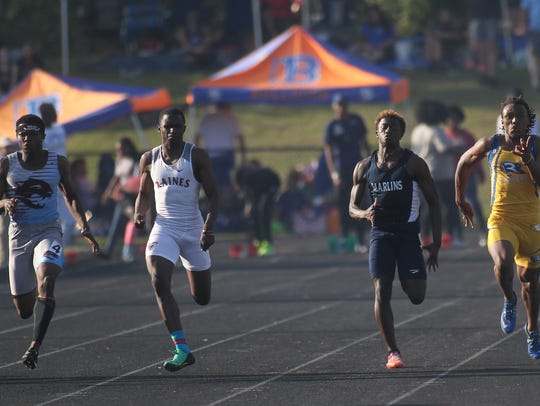 Gadsden County's Dequavious Charleston (far left) sprints