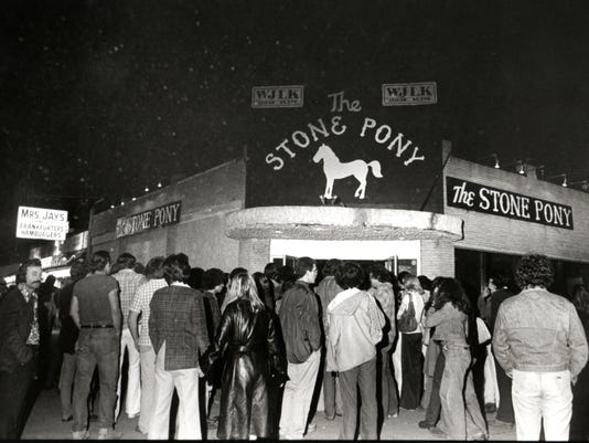 The crowd outside the Stone Pony, 5/30/76