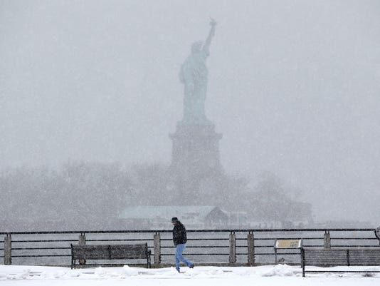 AP APTOPIX WINTER WEATHER A WEA USA NJ