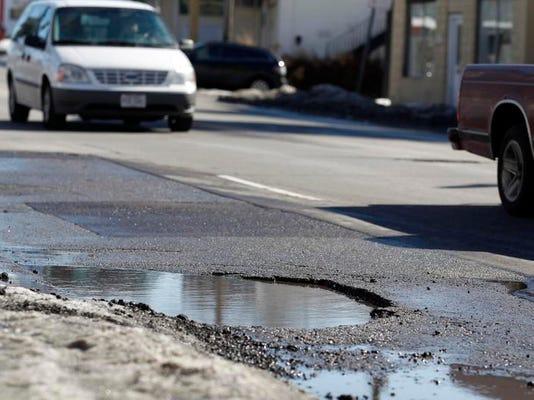 -pothole2.jpg_20140218.jpg