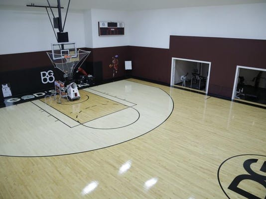 Mansion with indoor basketball court  Michigan House Envy: Former Pistons' mansion has indoor basketball ...