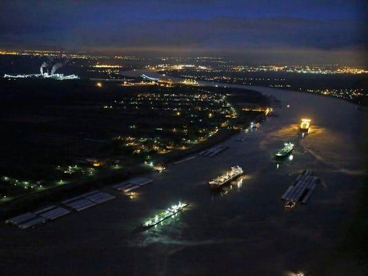 Mississippi River Oil_Wils.jpg