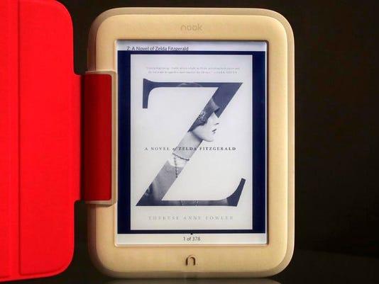 Barnes Noble Nook E R_Youn.jpg