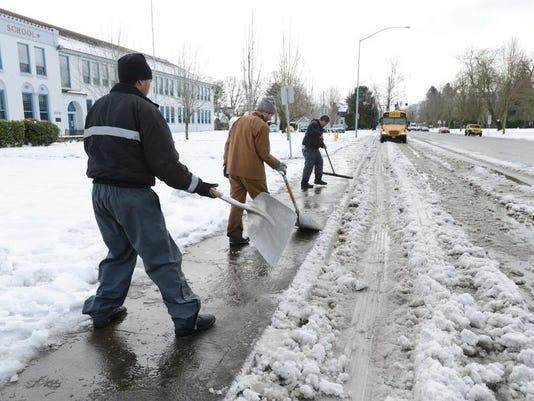 SAL0211-snow school LEAD