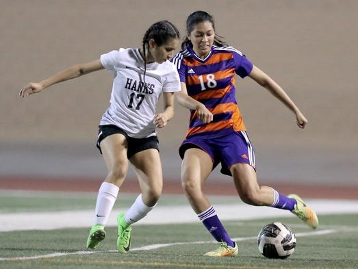 Eastlake's Abigail Quinonez tries to fake out Hanks