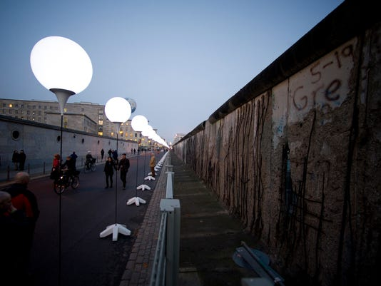 Germany Berlin Wall_Drak.jpg
