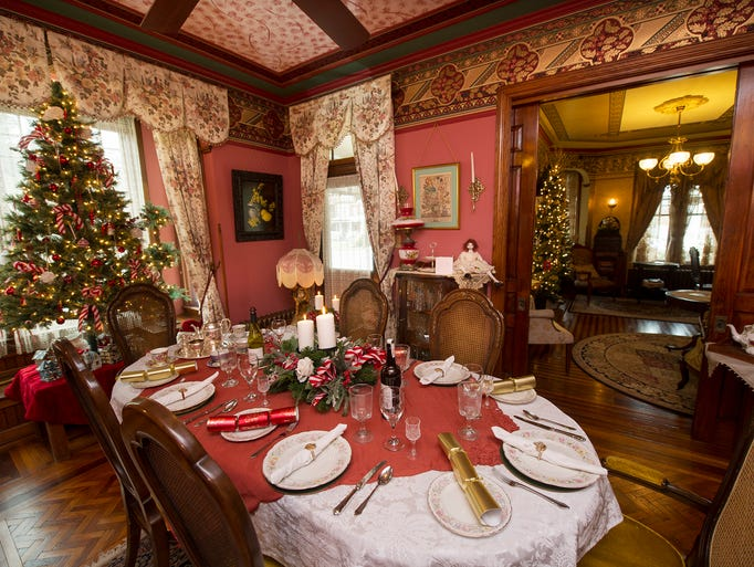 The dining room of The Lady Linden decorated for Christmas
