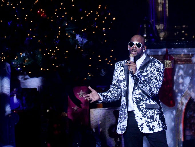 """R. Kelly performs during his """"12 Nights of Christmas"""""""