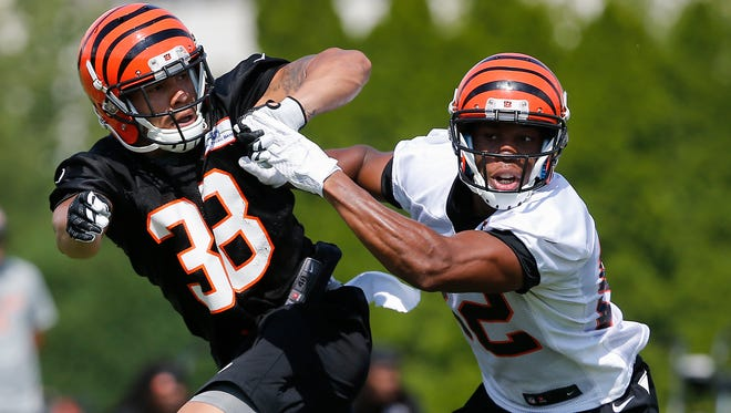 New Cincinnati Bengals safety Jimmy Wilson, left, fights for position against wide receiver Antwane Grant in training camp on July 30.