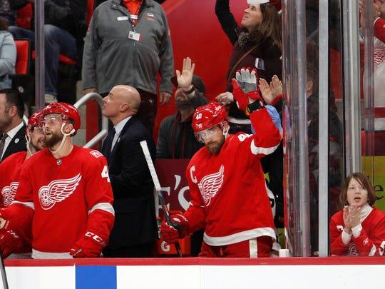 Red Wings center Henrik Zetterberg (40) thanks the