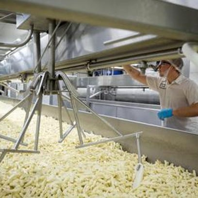 Milk plants asked to help save Wisconsin dairy farms