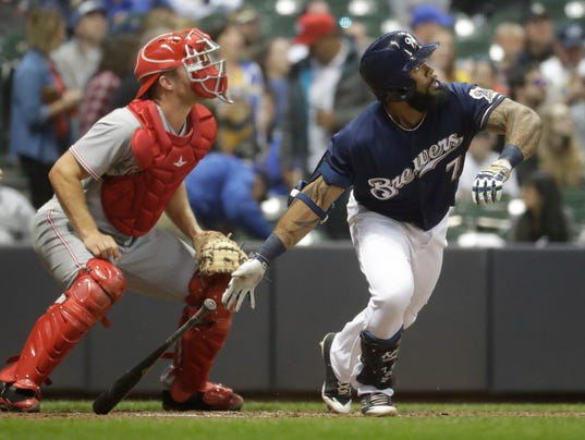 636286712232680888-ap-reds-brewers-baseball