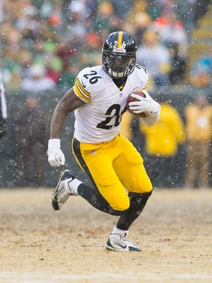 Dec 22, 2013; Green Bay, WI, USA; Pittsburgh Steelers running back Le'Veon Bell (26) during the game against the Green Bay Packers at Lambeau Field.  Pittsburgh won 38-31.  Mandatory Credit: Jeff Hanisch-USA TODAY Sports
