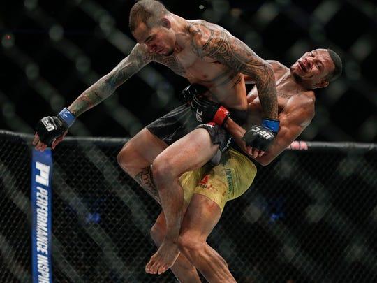 Alex Oliveira, right, fights Yancy Medeiros during