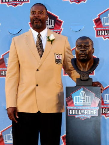 Chris Doleman poses with his bust at the 2012 Pro Football