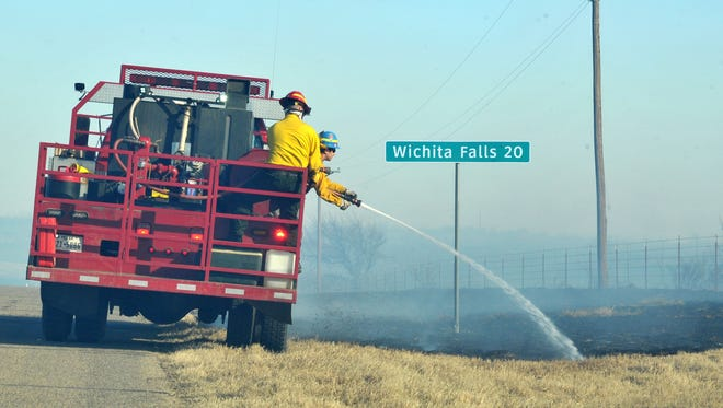 Fire units from several area fire departments including Wichita Falls, Iowa Park and Sheppard Air Force Base after a grass fire that broke out near Electra on F.M 367 near Highway 25. Wichita County has faced very dry conditions recently contributing to several grass fires. The county has not proposed an official burn ban yet.