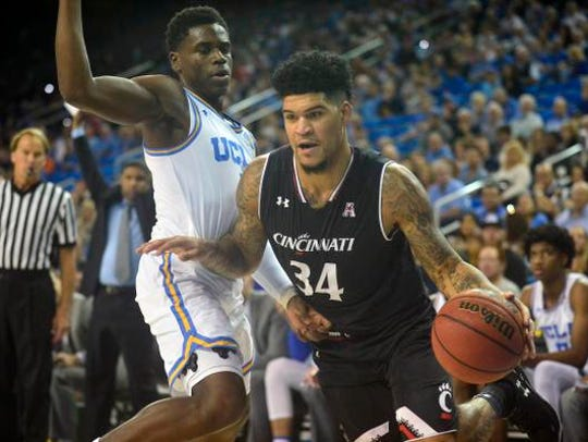 Cincinnati Bearcats guard Jarron Cumberland (34) moves