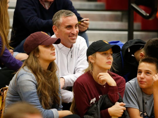 Bobby Hurley watches Tempe Corona del Sol play his