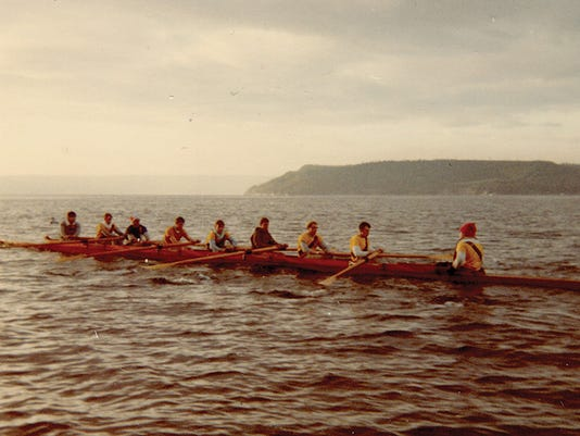 636335597554154657-PlU-rowers-off-commence-bay.jpg