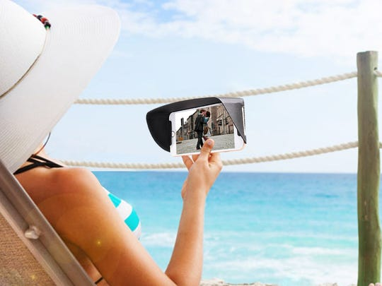How to use your smartphone at the beach and in bright sunlight