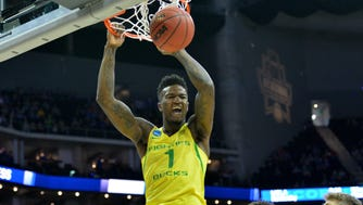 Jordan Bell (1) throws down a two-handed flush for Oregon.